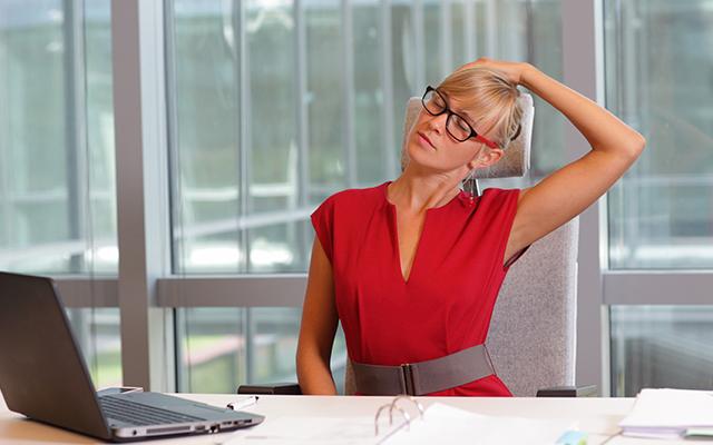 Yoga estiramiento de cuello dolor de cervicales