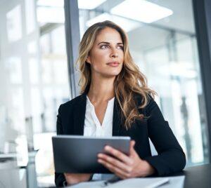 ¿Qué debes tener en cuenta antes de firmar el contrato con la empresa?